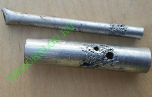 Типичная коррозия алюминиевых трубок под хомутами