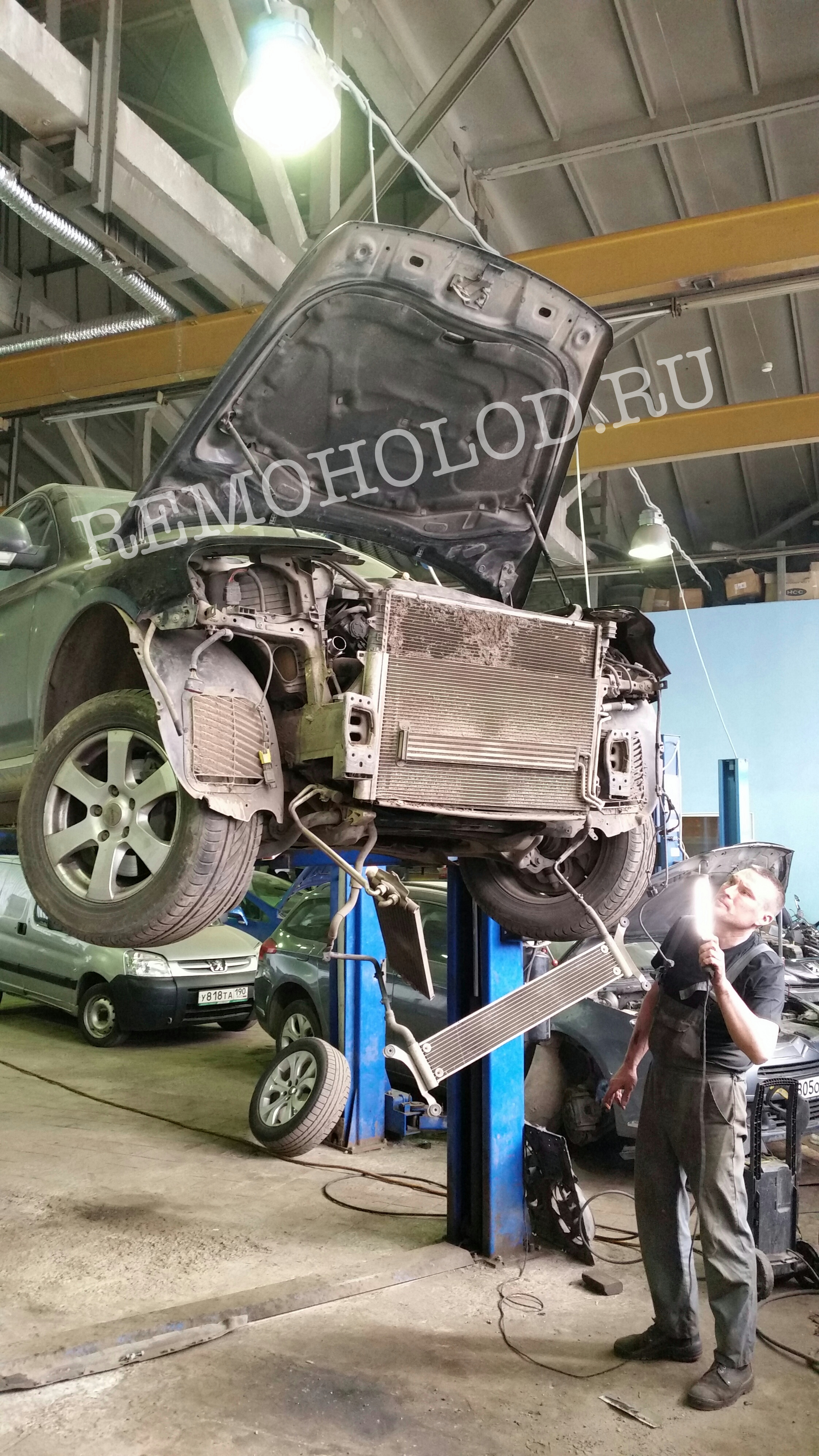 VW TOUAREG приехал заправить кондицинер. Оказалось, что из-за грязных радиаторов у него аварийное давление в системе
